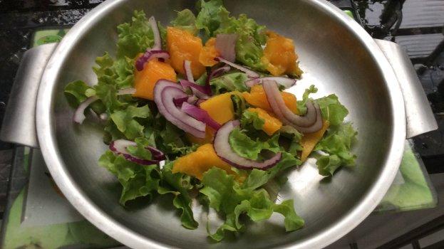 Salada de Alface com Manga