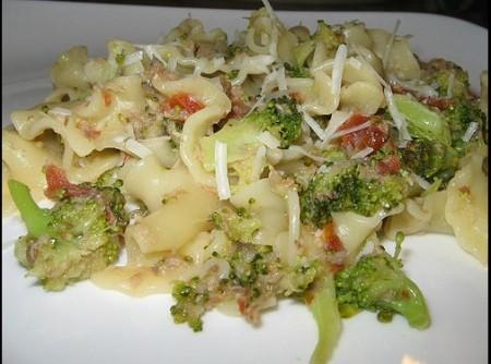 Pasta com Brócolis e Sardinha