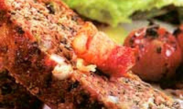 Bolo de carne com espinafre e bacon