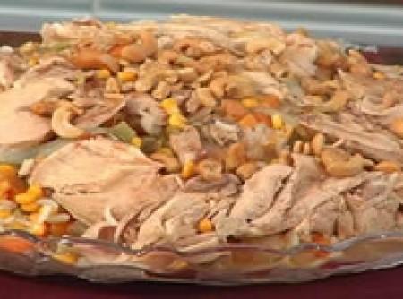 Frango com arroz e legumes (comida árabe)