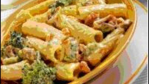 Penne ao Molho de Brócolis e Linguiça