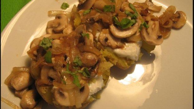 Batata Assada com Ricota e champignon