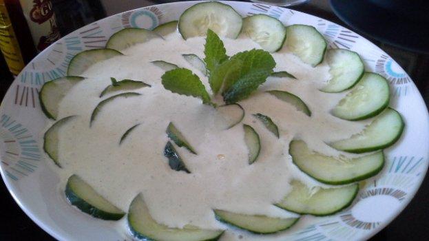 Salada de Pepino Japonês com Creme de Hortelã