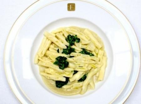 Massa Seca de Sêmola com Brócolis e Fava