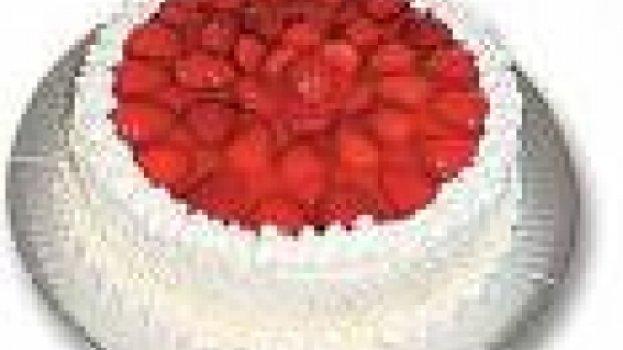 Torta de bombom e morangos by k&m