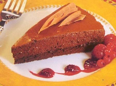Torta mousse de chocolate com morango