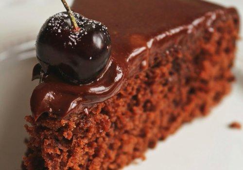 Bolo de Chocolate sem Farinha com Cobertura