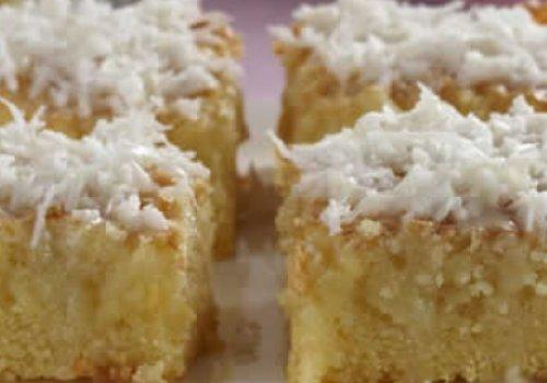 bolo gelado com cobertura de coco