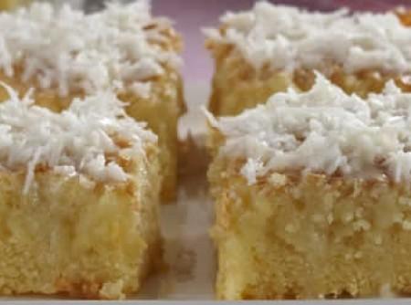 bolo gelado com cobertura de coco | Rita de Cássia Ribeiro