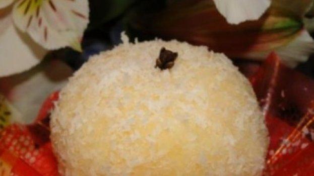 Bombom de Abacaxi e Coco