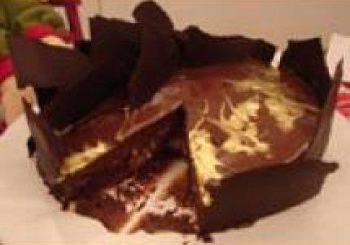 Torta de chocolate com surpresa de avelã