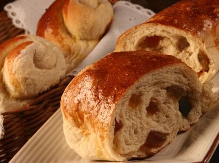 Pão de Aveia com Frutas Cristalizadas