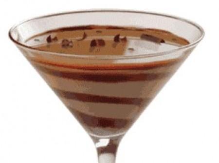 Taça de Chocolate Com Suspiros e Coco