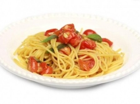 Espaguete com Tomate-Cereja com Manjericão