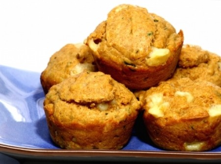 Muffin de queijo, tomate e manjericão | Luciana Alves Viotti