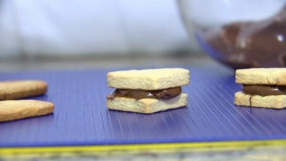 Biscoitos Amanteigados com Creme de Avelã | Giseli Oliveira