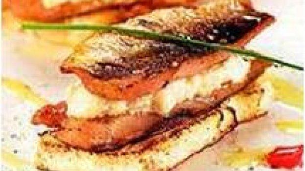 Filé de sardinha recheado com creme de alho
