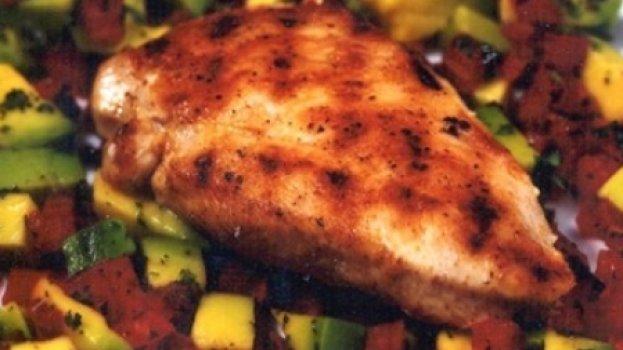 Frango Grelhado com Salada de Abacate