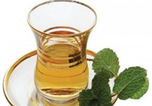Sopa desintoxicante com chá verde ou chá branco ou banchá