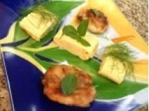 Omelete japones com frango crocante