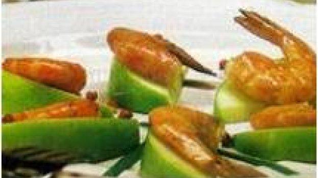 canapé de maçã com camarão