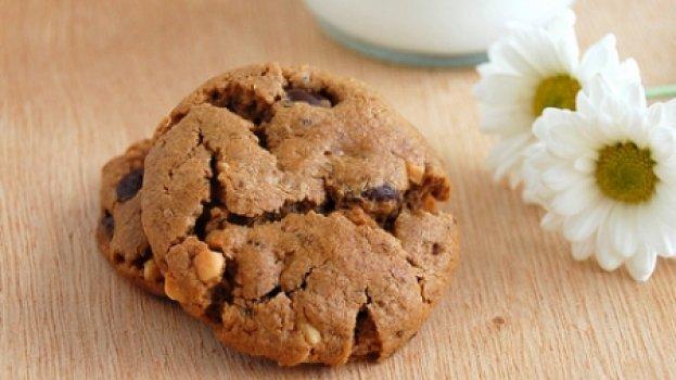 Cookies de Manteiga de Amendoim e Gotas de Chocolate (sem farinha)