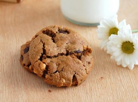 Cookies de Manteiga de Amendoim e Gotas de Chocolate (sem farinha) | carlos freire
