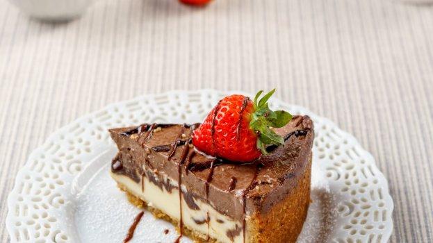 Torta Cremosa de Morango e Chocolate