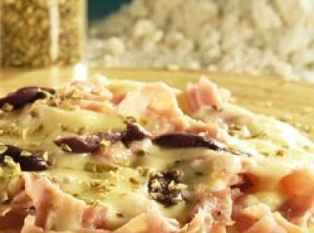 Pizza com massa caseira