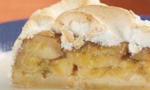 Torta de banana com merengue
