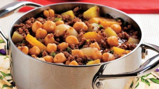 Carne moída com grão-de-bico, chuchu e mandioquinha