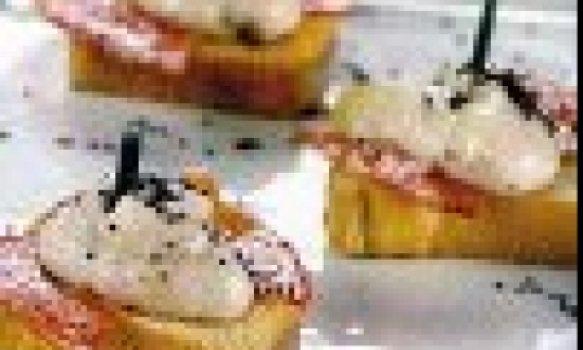Minitorradas com Pasta de Figo e Salaminho