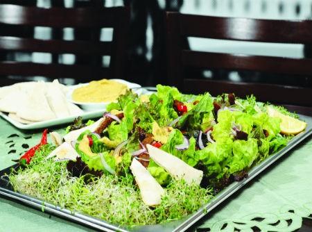Salada de pernil com molho de abacate | Covabra