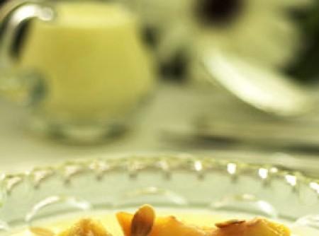 Compota de pêssego com creme inglês