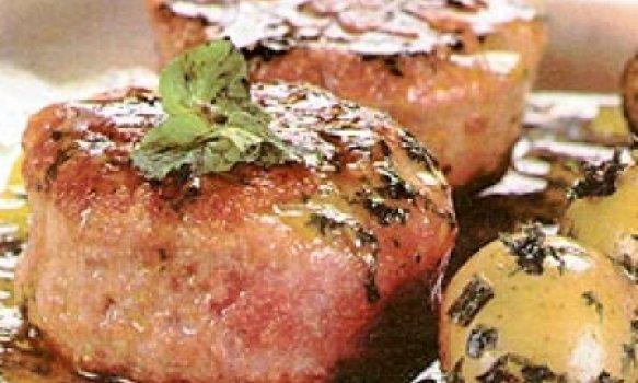 Hambúrguer de cordeiro com molho de hortelã