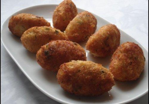 Bolinho de Batata com Carne e Mussarela