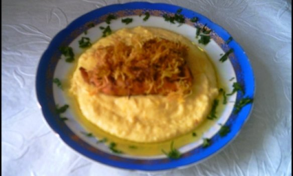 Salmão Grelhado com Crocante de Baroa