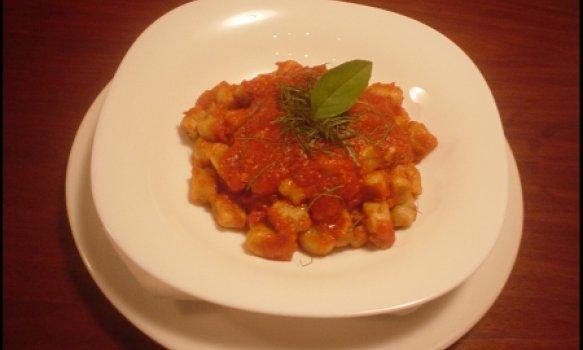 Gnocchi de ricota com berinjela ao molho de tomate