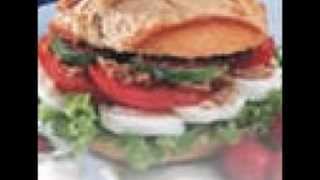 Sanduíche de patê de tomate