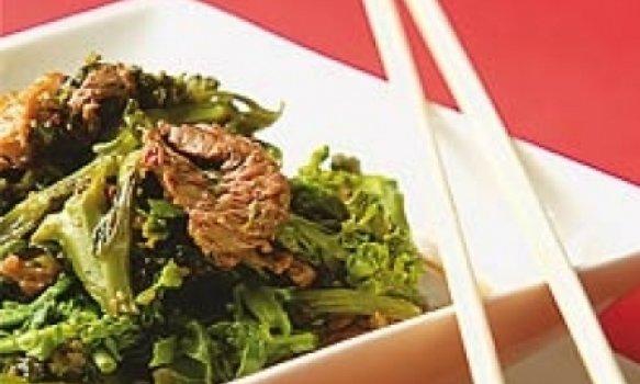 Filé mignon com brócolis ao molho de ostra