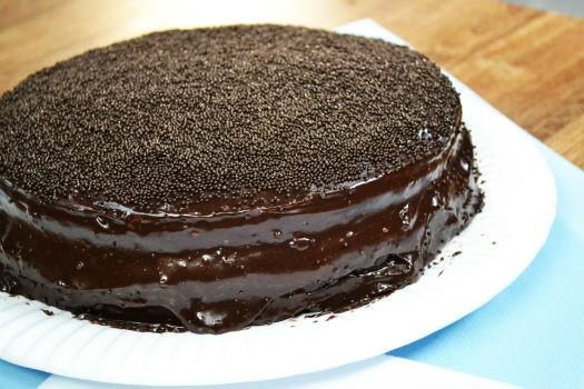 Bolo De Chocolate Recheado Fácil E Delicioso Cybercook