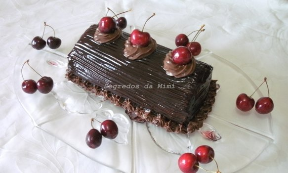 Torta de Chocolate e Cerejas