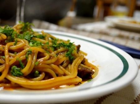 Espaguete ao Molho de Carne com Vinho