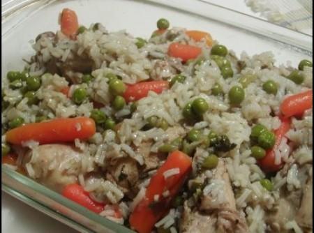 Arroz de frango com ervilhas e cenouras