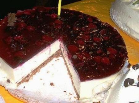 Torta de ricota com frutas vermelhas