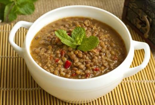Sopa de Lentilha com Alface Crespa