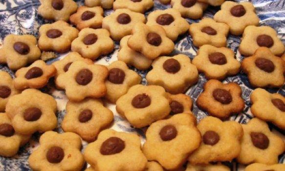 Biscoitinhos com Recheio de Chocolate