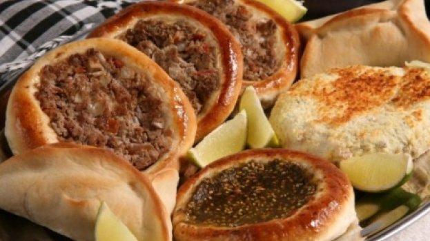Esfiha Aberta com Recheio de Carne