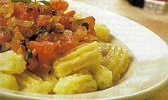 Nhoque de mandioca com molho de tomate