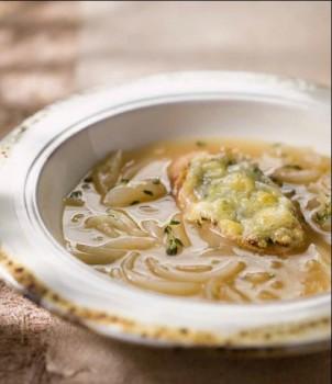 Sopa de Cebola Francesa com Torradas